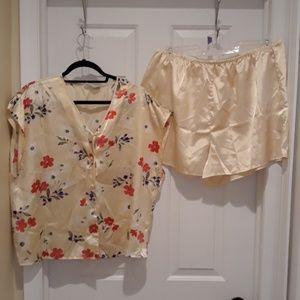 Two-piece pajama set size 2X TJ's silky golden